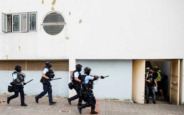 https: img-o.okeinfo.net content 2019 08 26 18 2096634 polisi-hong-kong-tangkap-demonstran-berusia-12-tahun-zhO8QFcxJi.jpg