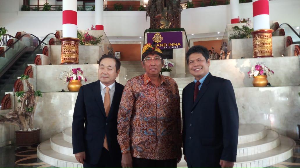 https: img-o.okeinfo.net content 2019 08 26 65 2096732 mr-cho-jadi-rektor-asing-pertama-di-indonesia-ini-sepak-terjangnya-DGDJCmxKXG.jpeg