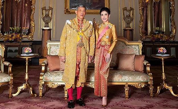 https: img-o.okeinfo.net content 2019 08 27 194 2097436 5-potret-kebersamaan-raja-thailand-dan-selirnya-tFO0d4HFFn.jpg