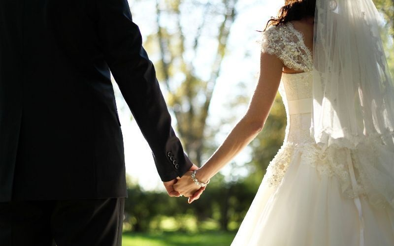 https: img-o.okeinfo.net content 2019 08 27 196 2097212 viral-pasangan-berikan-peralatan-p3k-sebagai-souvenir-pernikahan-MU2rZqP0Ho.jpg