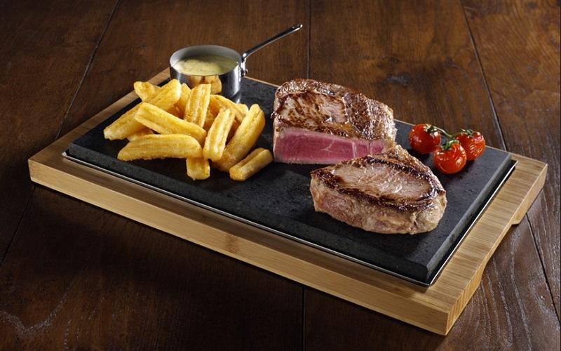 https: img-o.okeinfo.net content 2019 08 27 298 2097239 selain-kualitas-daging-aroma-dan-suara-khas-hot-plate-ternyata-jadi-nilai-penting-makan-steak-8GBsJ8nZL1.jpg