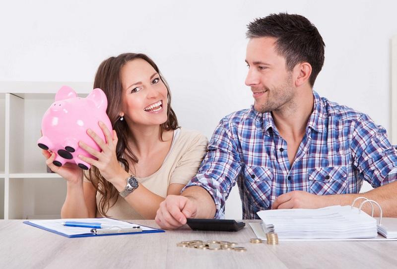 https: img-o.okeinfo.net content 2019 09 02 196 2099525 mengatur-keuangan-pengantin-baru-gaji-suami-istri-baiknya-digabung-atau-dipisah-PKLjZDMUdD.jpg