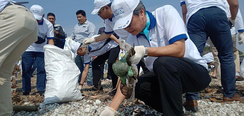 https: img-o.okeinfo.net content 2019 09 03 525 2100265 26-ikan-di-laut-terkontaminasi-sampah-plastik-bctlME10b0.jpg