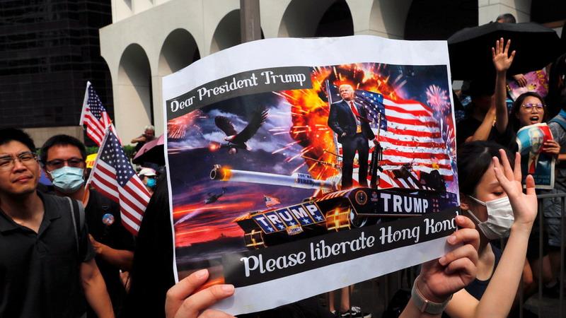 https: img-o.okeinfo.net content 2019 09 09 18 2102406 datangi-konsulat-as-demonstran-desak-trump-bebaskan-hong-kong-dari-china-hTc0Rpc4fP.jpg