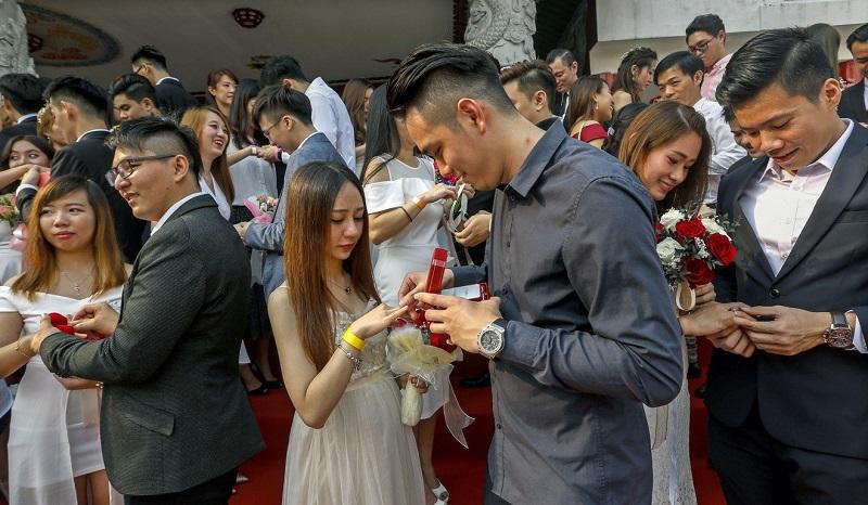 https: img-o.okeinfo.net content 2019 09 10 196 2102860 tanggal-cantik-9-9-2019-99-pasangan-nikah-massal-di-malaysia-bnOMQ59m0T.jpg