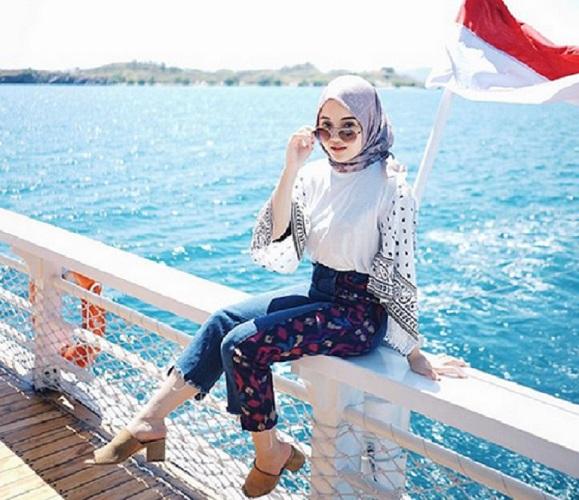 https: img-o.okeinfo.net content 2019 09 10 614 2102927 4-gaya-hijab-menawan-ala-keponakan-maia-estianty-XNBltlfmGN.jpg