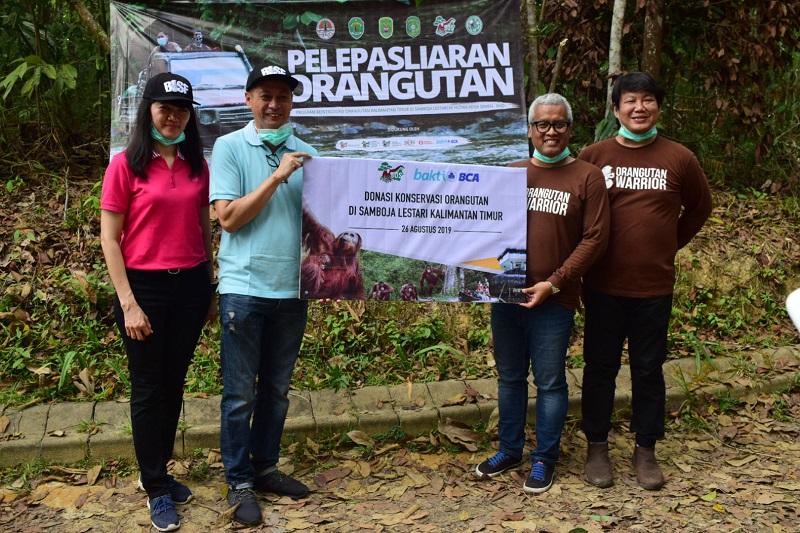 https: img-o.okeinfo.net content 2019 09 11 11 2103548 semarakkan-hut-ke-74-ri-bca-gandeng-bos-lepasliarkan-orangutan-rd1ClzeUrc.jpg