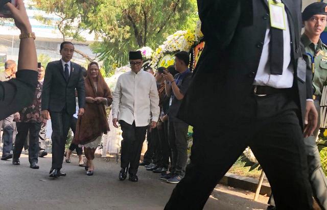https: img-o.okeinfo.net content 2019 09 12 337 2103849 jokowi-minta-seluruh-masyarakat-indonesia-doakan-bj-habibie-9PNwPWNTtN.jpg