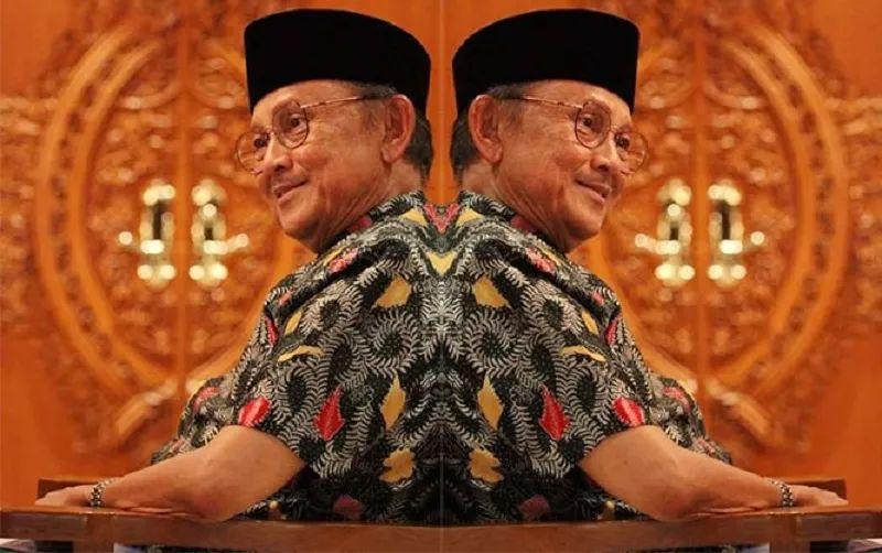https: img-o.okeinfo.net content 2019 09 12 337 2104014 ditangan-bj-habibie-indonesia-jadi-negara-islam-yang-demokratis-gungJuujxM.jpg
