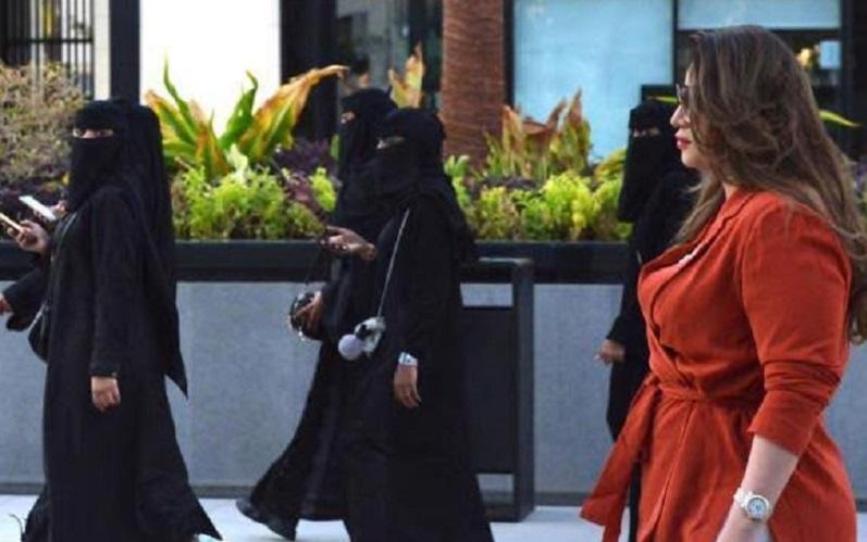 https: img-o.okeinfo.net content 2019 09 13 614 2104645 perempuan-arab-saudi-mulai-berani-tanggalkan-abaya-kenapa-hCIOrQHVCg.jpg