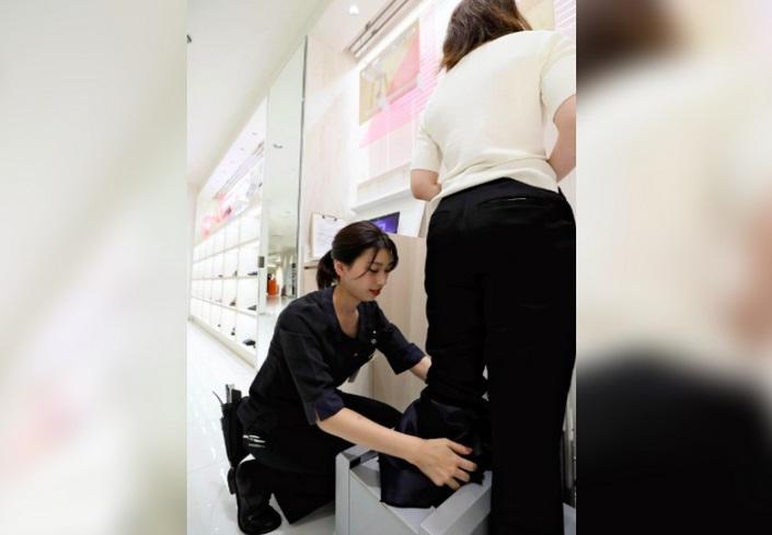 https: img-o.okeinfo.net content 2019 09 16 194 2105501 toko-di-jepang-sediakan-sepatu-hak-tinggi-anti-rasa-sakit-nbiOyB0ZMR.jpg