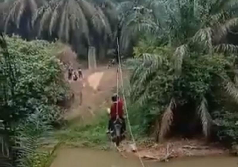 https: img-o.okeinfo.net content 2019 09 16 320 2105414 viral-motor-nyebrang-sungai-ala-flying-fox-netizen-colek-kementerian-pupr-7trkjnzpjb.jpg