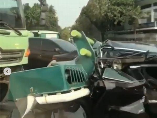 https: img-o.okeinfo.net content 2019 09 20 338 2107324 kecelakaan-beruntun-libatkan-truk-di-tol-tangerang-lalin-tersendat-RQvugFnC5W.jpg