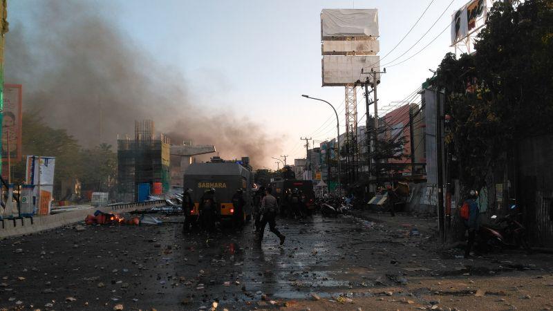 https: img-o.okeinfo.net content 2019 09 24 337 2108737 polisi-dan-mahasiswa-kembali-bentrok-di-flyover-makassar-WosgFUDel7.jpg