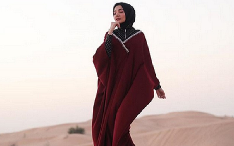 https: img-o.okeinfo.net content 2019 09 24 617 2108802 4-inspirasi-hijab-cantik-dengan-kaftan-yang-bisa-kamu-tiru-EnFTCcsKNN.jpg