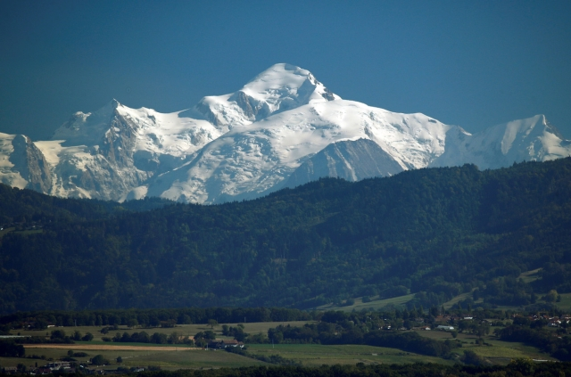 https: img-o.okeinfo.net content 2019 09 25 18 2109175 gletser-gunung-mount-blanc-ancam-italia-dampak-perubahan-iklim-qgpWKhnA0u.jpg