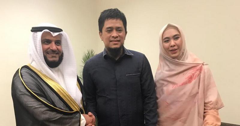 https: img-o.okeinfo.net content 2019 09 27 33 2110299 oki-setiana-dewi-undang-syeikh-mishari-rashid-al-afasy-ke-indonesia-k70d4bBy4f.jpeg
