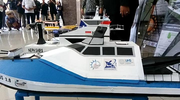 https: img-o.okeinfo.net content 2019 09 27 65 2110196 penampakan-robot-terbang-dan-kapal-tak-berawak-buatan-mahasiswa-uns-zT0z8iCKZU.png