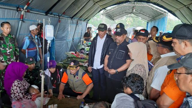 https: img-o.okeinfo.net content 2019 09 30 337 2110845 pengungsi-gempa-maluku-capai-247-239-jiwa-v3VDCnlYSO.jpg