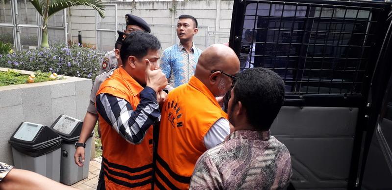 https: img-o.okeinfo.net content 2019 09 30 337 2111168 kpk-eksekusi-mantan-pejabat-kemenpora-mulyana-ke-lapas-tangerang-t4nYGqon5l.jpg