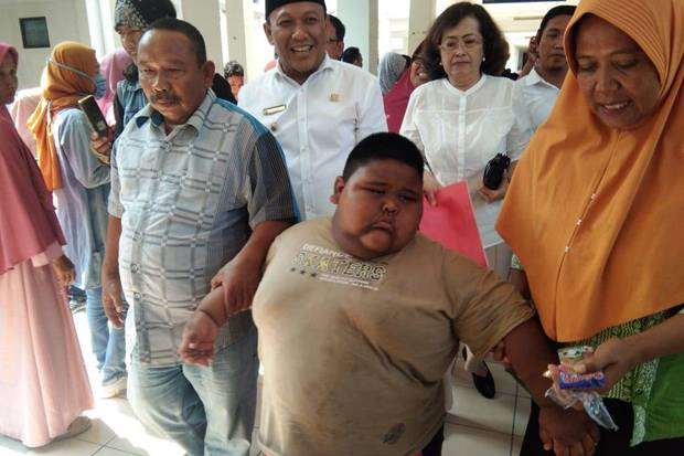 https: img-o.okeinfo.net content 2019 09 30 338 2110816 sebelum-meninggal-satia-bocah-obesitas-bilang-ke-ayah-pak-saya-sudah-tidak-kuat-ybSqUrpgNS.jpg