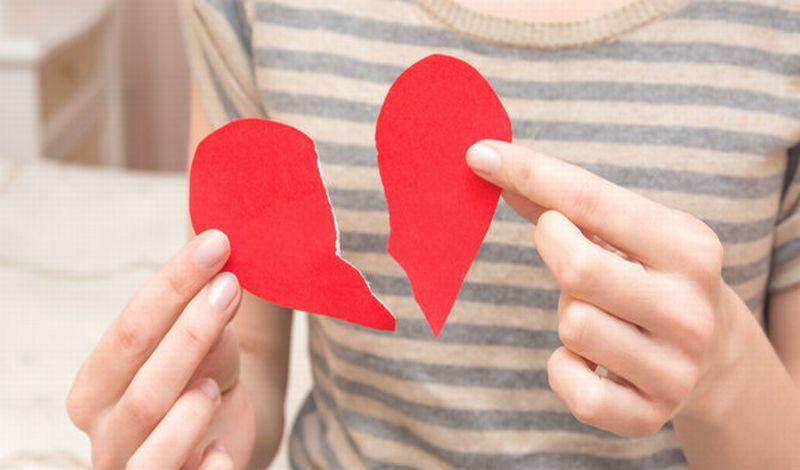 https: img-o.okeinfo.net content 2019 09 30 612 2111050 kisah-penyesalan-dina-korban-nikah-mudah-yang-kena-php-MR0eTMaZpG.jpg