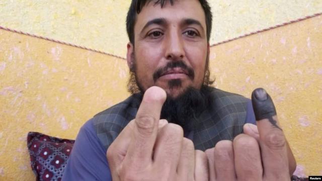 https: img-o.okeinfo.net content 2019 10 01 18 2111554 jari-dipotong-taliban-safiullah-safi-tak-kapok-ikut-pemilu-afghanistan-n67xXWWbft.jpg