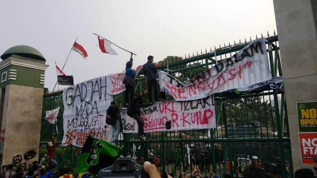 https: img-o.okeinfo.net content 2019 10 01 337 2111368 aliansi-bem-seluruh-indonesia-akan-geruduk-gedung-dpr-4CmYHD7X13.jpg
