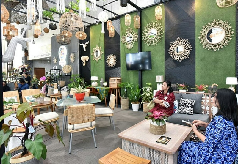 https: img-o.okeinfo.net content 2019 10 02 196 2112162 gaya-desain-interior-kekinian-dari-motif-batik-hingga-kombinasi-etnik-hYXY963Dic.jpeg