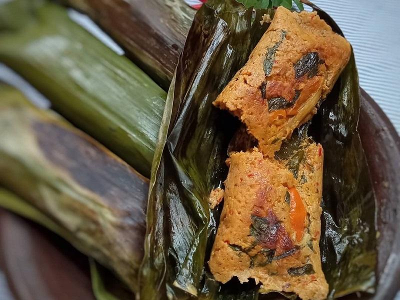 https: img-o.okeinfo.net content 2019 10 02 298 2112120 resep-makan-siang-pepes-oncom-dan-kailan-saus-bawang-gurih-mantap-Pnu9Dazv9Y.jpg
