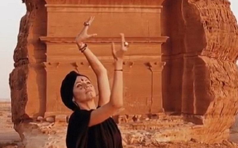 https: img-o.okeinfo.net content 2019 10 02 615 2111916 traveling-ke-arab-saudi-selebgram-cantik-ini-berani-tak-pakai-hijab-lhczZ8wlY9.jpg