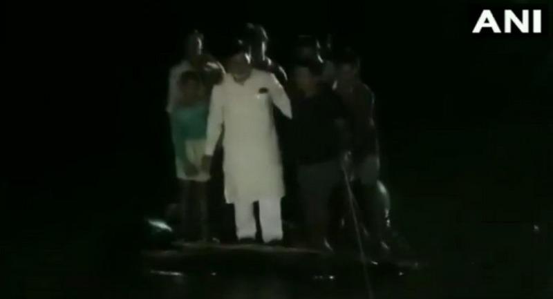 https: img-o.okeinfo.net content 2019 10 03 18 2112648 perahu-anggota-dpr-india-terbalik-saat-kunjungi-daerah-banjir-SQrb8ohYd6.jpg