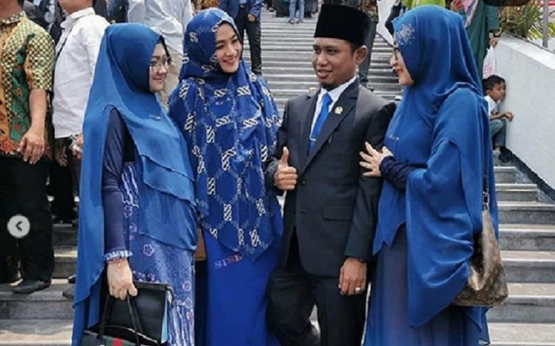 https: img-o.okeinfo.net content 2019 10 04 330 2112814 anggota-dpr-punya-3-istri-urusan-ranjang-ini-aturannya-dalam-islam-61dcth6OYT.jpg