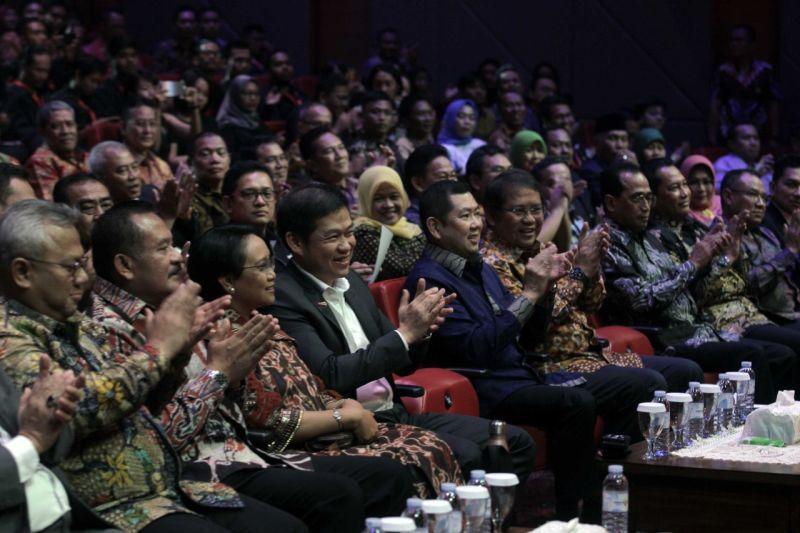 https: img-o.okeinfo.net content 2019 10 04 337 2112711 indonesia-awards-2019-anugerahi-jusuf-kalla-lifetime-achievement-awards-nJc7VRqkk7.jpg