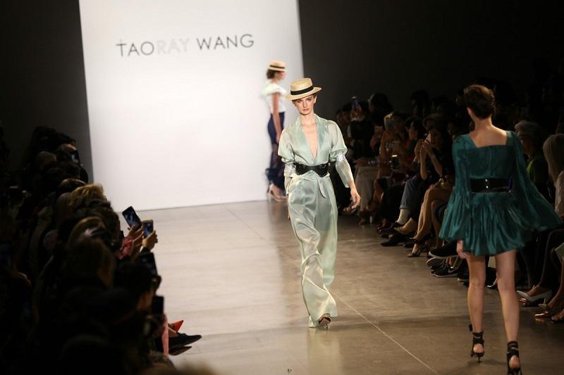 https: img-o.okeinfo.net content 2019 10 05 194 2113319 tampil-di-new-york-fashion-week-fashion-china-jadi-trendsetter-mode-dunia-Fz2ayoHNeu.jpg