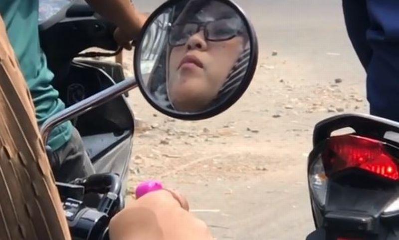 https: img-o.okeinfo.net content 2019 10 05 614 2113252 viral-wanita-cantik-berzikir-sambil-mengendarai-motor-edakoYIV0Z.jpg