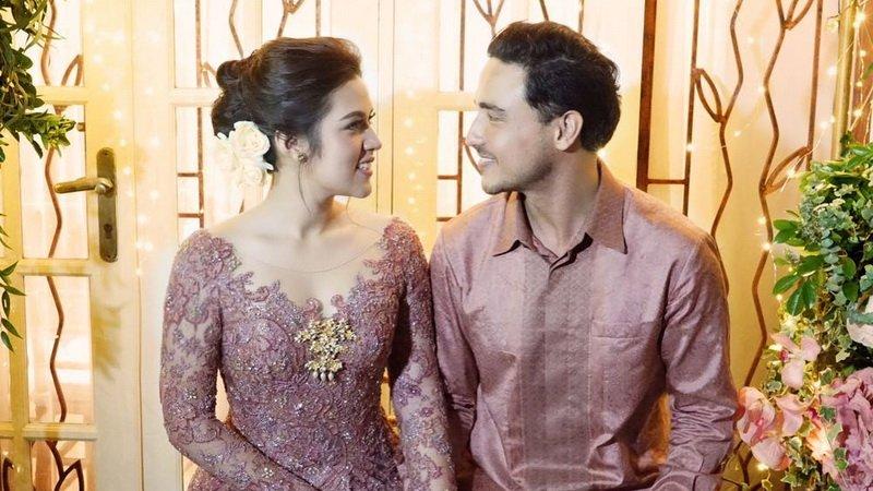 https: img-o.okeinfo.net content 2019 10 06 196 2113566 cinta-beda-usia-pernikahan-5-artis-ini-tetap-harmonis-WiWUdMcbX6.jpg
