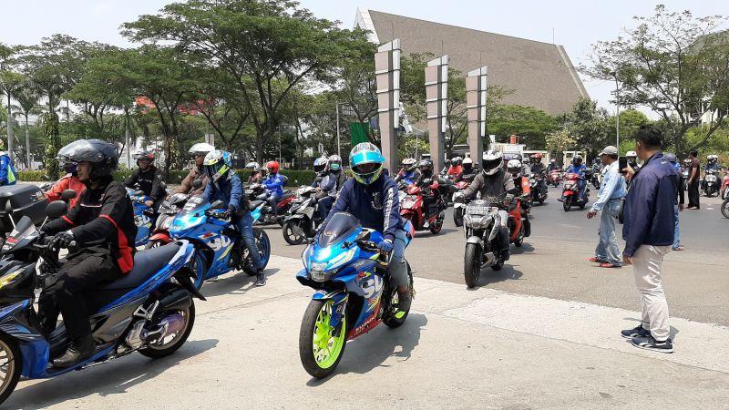 https: img-o.okeinfo.net content 2019 10 07 199 2114072 gaya-baru-sunmori-ala-suzuki-bersama-ratusan-bikers-yCNIOo5Ry4.jpg