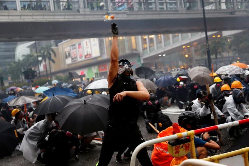 https: img-o.okeinfo.net content 2019 10 08 18 2114306 demonstrasi-di-hong-kong-berlanjut-kemlu-ri-imbau-wni-jauhi-pusat-keramaian-wPAH4qLtDN.jpg