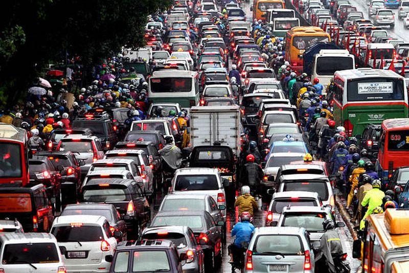 https: img-o.okeinfo.net content 2019 10 08 320 2114262 kemacetan-hingga-buruknya-kualitas-udara-jadi-alasan-sistem-transportasi-dirombak-KxQPUjxkDp.jpg