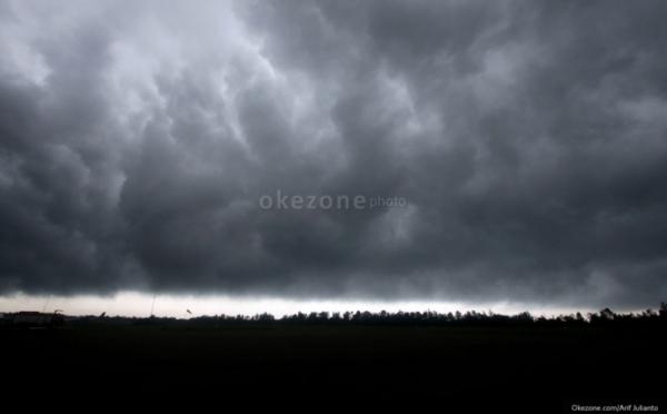 https: img-o.okeinfo.net content 2019 10 08 338 2114433 diterpa-kemarau-panjang-warga-depok-suka-cita-sambut-hujan-5V4Nvlmlj5.jpg