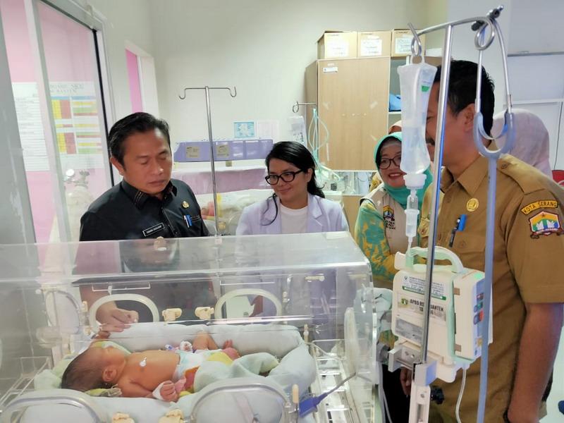 https: img-o.okeinfo.net content 2019 10 08 340 2114333 70-warga-berebut-adopsi-bayi-yang-dibuang-di-tempat-sampah-JlCSlTd8vh.jpg