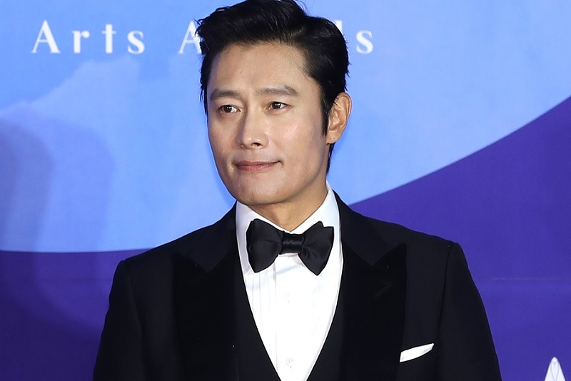 https: img-o.okeinfo.net content 2019 10 08 598 2114449 ditolak-jo-in-sung-drama-here-sukses-pinang-lee-byung-hun-dVW8RWTAOZ.jpg