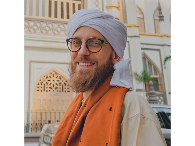 https: img-o.okeinfo.net content 2019 10 09 18 2114962 syekh-mus-ab-penfound-pria-inggris-yang-masuk-islam-karena-melihat-perilaku-muslim-53fIVUKyko.jpg
