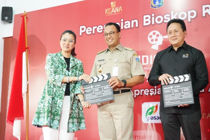 https: img-o.okeinfo.net content 2019 10 09 206 2114668 tonton-bioskop-rakyat-di-pasar-jaya-teluk-gong-y3M6fqYa9P.jpg