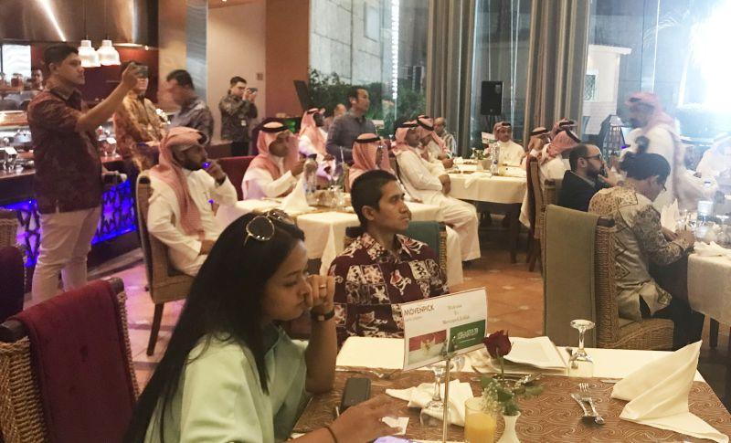 https: img-o.okeinfo.net content 2019 10 10 320 2115376 youtuber-milenial-arab-saudi-digaet-untuk-sosialisasikan-indonesia-QidAbCxsNH.jpg