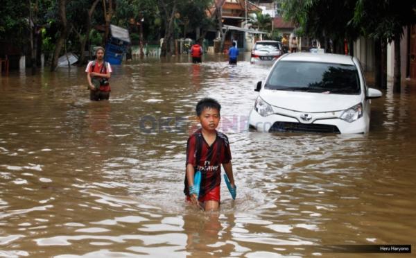https: img-o.okeinfo.net content 2019 10 10 338 2115034 bpbd-17-kecamatan-25-kelurahan-dan-86-rw-di-jakarta-rawan-banjir-n4hlPEuk4q.jpg