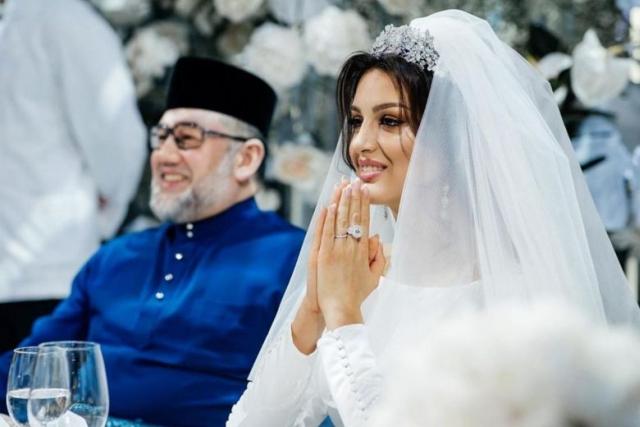 https: img-o.okeinfo.net content 2019 10 11 18 2115877 cerai-dengan-mantan-raja-malaysia-ratu-kecantikan-rusia-jual-cincin-nikah-demi-persalinan-oeqf8BCIu2.jpg
