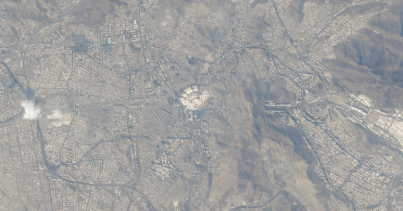 https: img-o.okeinfo.net content 2019 10 11 56 2115656 astronot-hazza-al-mansouri-abadikan-foto-mekah-dari-luar-angkasa-zCfESjSb82.jpg
