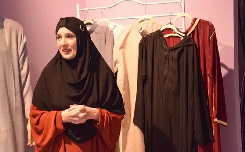 https: img-o.okeinfo.net content 2019 10 11 617 2115739 susah-cari-busana-muslim-perempuan-ini-buka-lini-fashion-sendiri-XbJTzkvn18.jpg